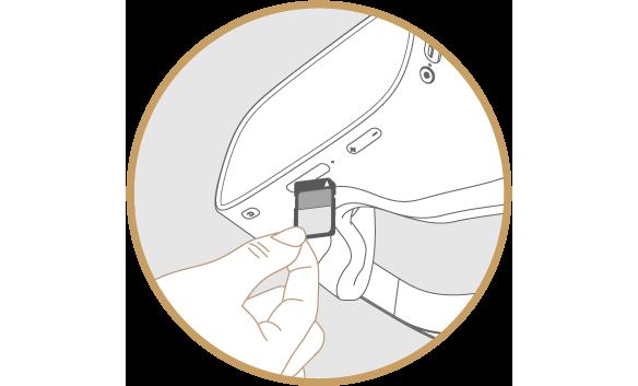 DPVR-4D にSDカードを挿入している図
